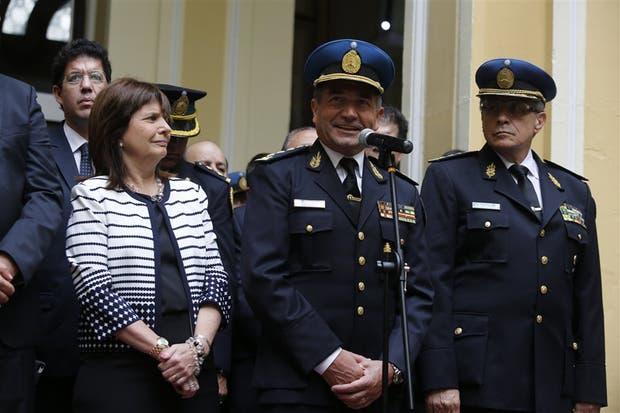 Roncaglia, flanqueado por la ministra Patricia Bullrich y por el ex jefe de la Federal, Román Di Santo