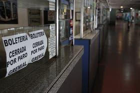 El paro de la UTA afecta a más de 100.000 pasajeros en todo el país