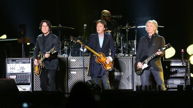 En casi tres horas de show, Paul McCartney emocionó a 55 mil personas