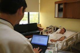 Los datos pueden verse también desde dispositivos portátiles Fotos: gentileza hospital austral