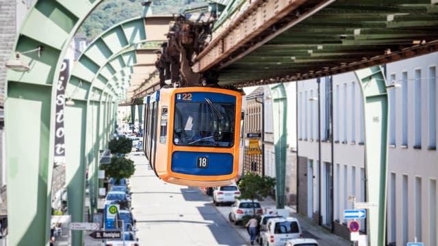 Primer monoriel suspendido en el mundo y queda en Wuppertal (Alemania)