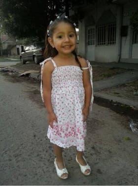 Mía, de 6 años, es buscada intensamente. Ante cualquier información útil se ruega comunicarse al 4513 3480 (Comisaría 6° de Morón)