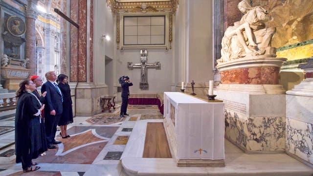 El presidente estadounidense y la primera dama también estuvieron en la Basílica de San Pedro