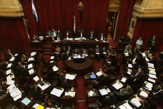 En una maratónica sesión el Senado aprobó por amplia mayoría el proyecto oficial sobre YPF. Foto: LA NACION / Mariana Araujo