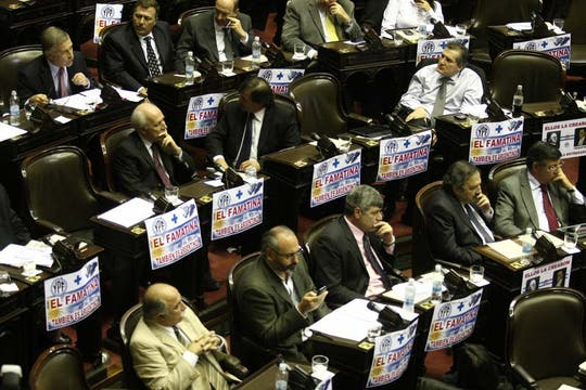 El oficialismo espera lograr por lo menos 200 votos positivos; militantes se movilizaron para celebrar. Foto: LA NACION / Mariana Araujo