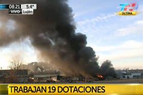 La fábrica incendiada quedó prácticamente destruida