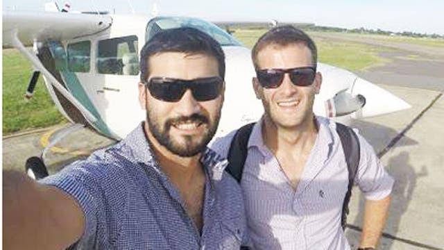 Dos de los jóvenes que viajaban en el avión