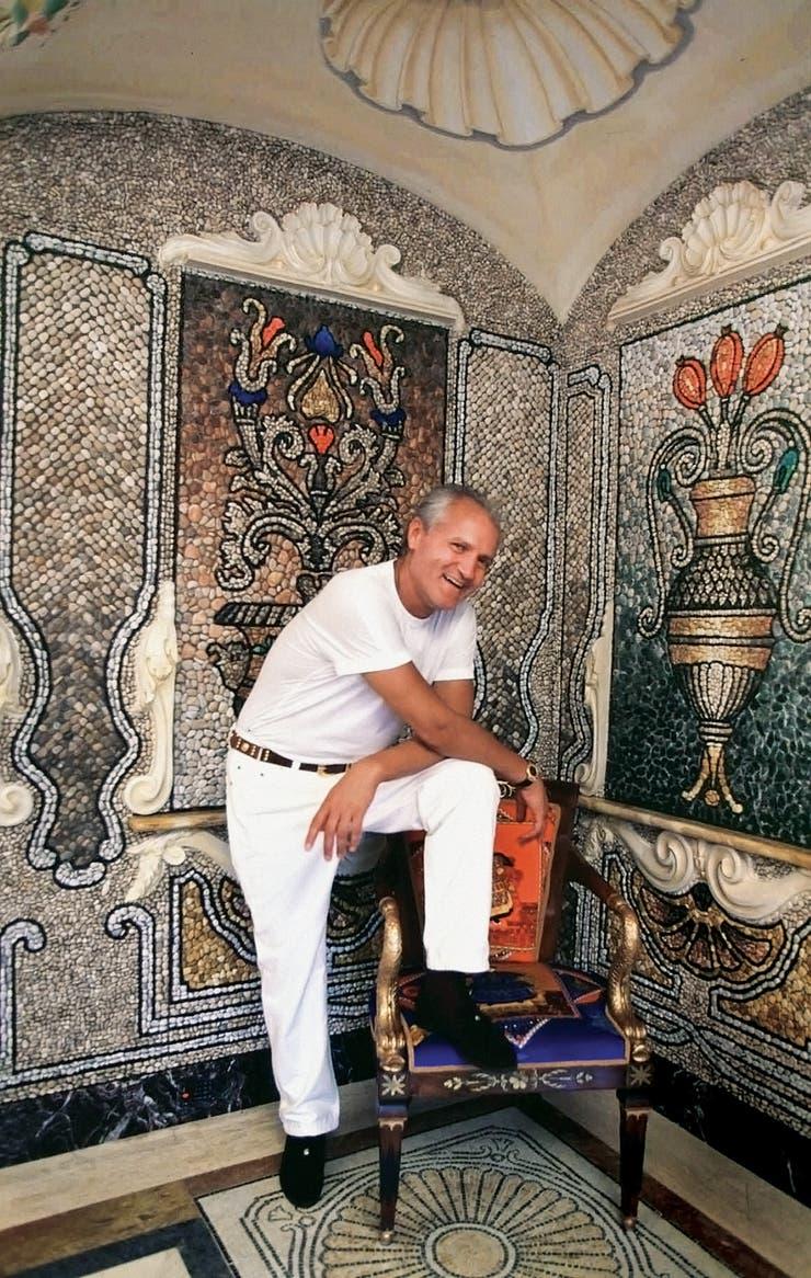 Gianni Versace compró en 1992 la casa de estilo renacentista y la convirtió en un templo de medusas, grecas y filetes dorados