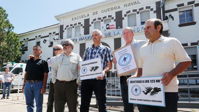 Ex combatientes de Malvinas que se acercaron a dar su apoyo