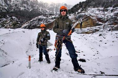 Las piquetas, los clavos de hielo, las cuerdas y los crampones son algunos de los elementos fundamentales para el rescate en los glaciares.