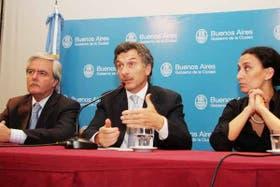 Pinedo, Macri y Michetti en la conferencia en la que anunciaron el rechazo al convenio del juego