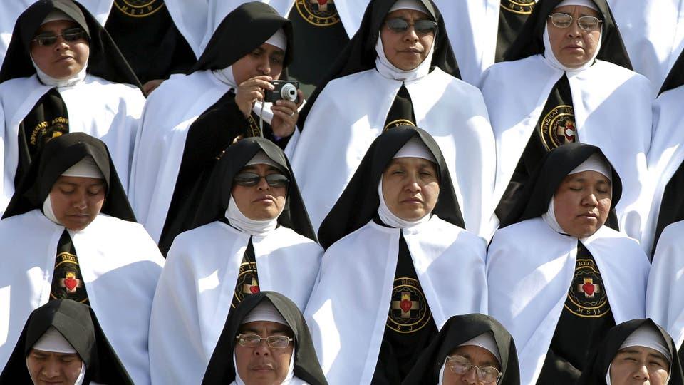 Un grupo de monjas participa de una misa en el estadio Venustiano Carranza, Morelia. Foto: Reuters