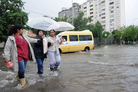 La intensa lluvia que cayó durante toda la noche y la mañana afectó a gran parte de la ciudad de Buenos Aires y algunas zonas de la provincia. Foto: Télam