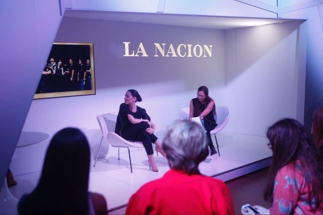 La bailarina, en el stand de La Nación