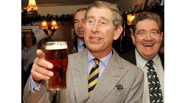 Compartiendo una cerveza en un bar de Yorkshire en diciembre de 2001