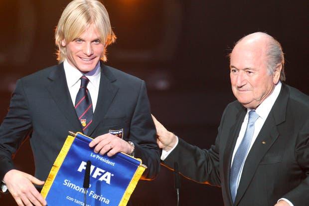 Farina, el héroe italiano, recibió un reconocimiento de la FIFA.  /AP, AFP y Reuters