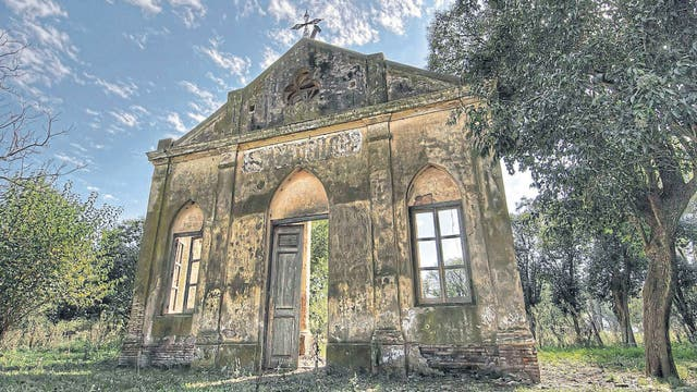 La capilla de San Mauricio (provincia de Buenos Aires), en ruinas, como casi todo el pueblo