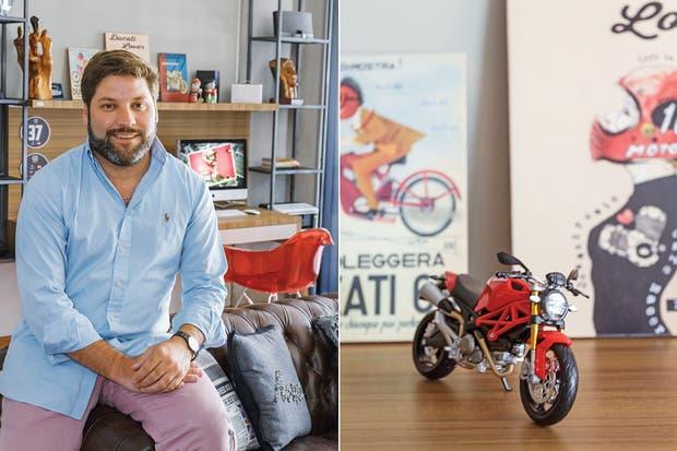 Augusto eligió una distribución ligeramente diferente de la de sus vecinos. En el detalle, una Ducati Monster en miniatura.  Foto:Living /Daniel Karp