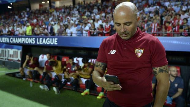 Sevilla le pone trabas a la salida de Jorge Sampaoli con un duro comunicado para la AFA