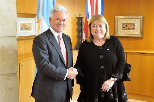 Alan Duncan y Susana Malcorra, ayer, tras la reunión en Buenos Aires