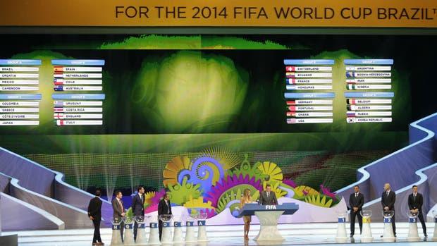El sorteo del Mundial de Brasil; para 2026 aumentará el cupo de 32 a 48 equipos