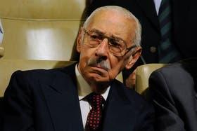 La ministra Garré había firmado una resolución que prohíbe honores en funerales de represores