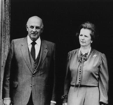 En 1984 junto al primer ministro sudafricano Pieter Willem Botha. Foto: Archivo