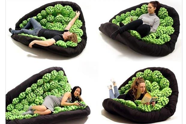 Se llama Lullock y está diseñada para descansar en la posición que más cómoda te resulte. Tiene una base que responde a los movimientos del usuario e incluso funciona como mecedora.