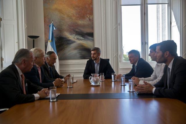 El jefe de Gabinete Marcos Pena, y el ministro de Producción, Francisco Cabrera, durante una reunion con los miembros del comite ejecutivo de la Union Industrial Argentina (UIA) con el proposito de analizar futuras medidas para dinamizar ese sector. En Casa Rosada