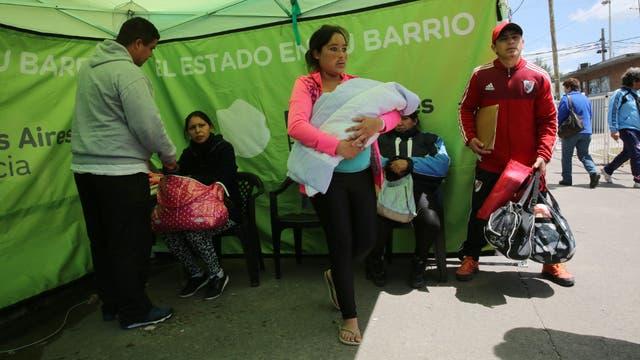 En Florencio Varela, las parejas aprovechan El Estado en Tu Barrio para conseguirles el DNI a sus hijos