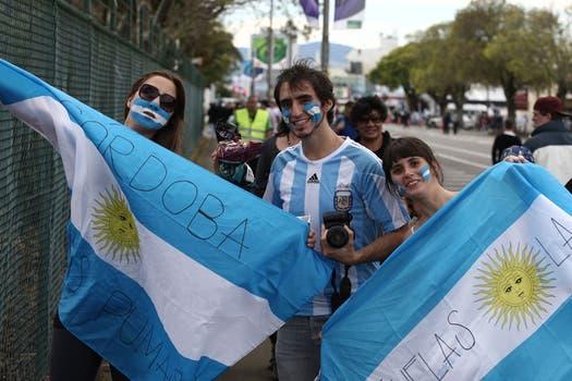 Los argentinos tiñeron de celeste y blanco las tribunas del Arena Manawatu, donde se selló la clasificación a cuartos. Foto: LA NACION / Emiliano Lasalvia, enviado especial