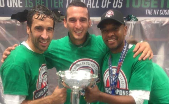 En el centro, Gastón Cellerino, el goleador de la final del segundo torneo de los Estados Unidos; a su derecha, Raúl, y a su izquierda Marcos Senna