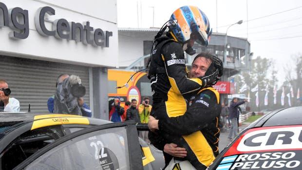 La dupla Emiliano Spataro - Christian Ledesma se llevó la victoria en los 200 Kilómetros de Buenos Aires del Súper TC2000.