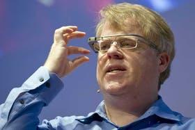 El bloguero Robert Scobble, uno de los mayores entusiastas de la tecnología, con los Google Glass