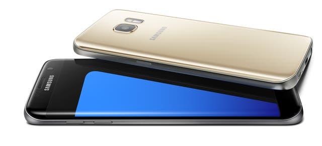 El Galaxy S7, de Samsung, en su versión Edge, con los bordes de la pantalla redondeados