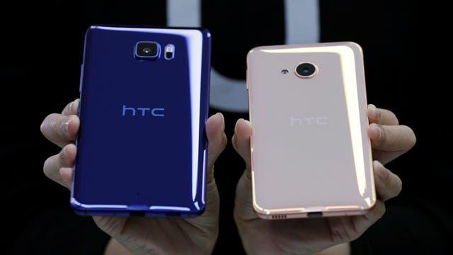Los dos nuevos modelos de HTC (U Ultra y U Play) abandonan el metal y optan por el vidrio para sus cuerpos