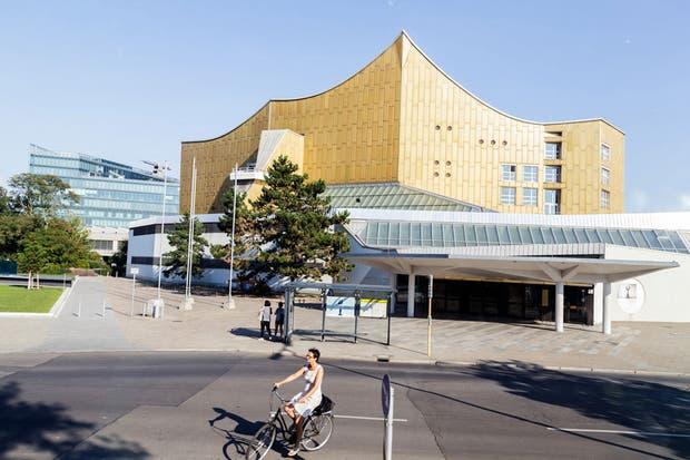 Tratar de ir a una función en la Filarmónica, obra maestra del arquitecto Hans Scharoun y una de las salas con mejor acústica del mundo.  Foto:Living /Daniel Karp