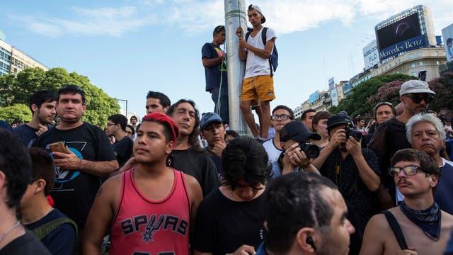 """Tetazo en el Obelisco contra el machismo y en reclamo de """"la soberanía de los cuerpos"""". Foto: LA NACION / Rodrigo Néspolo"""