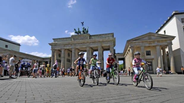 La histórica Puerta de Brandemburgo, símbolo de la paz y emblema de la ciudad