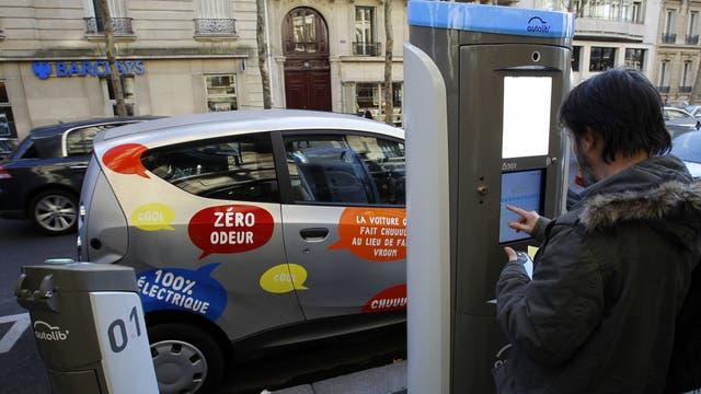 Los autos eléctricos, compartidos, ya son un boom en París