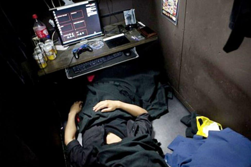 Unos 4000 japoneses viven en los cibercafés de Tokio — Sin techo