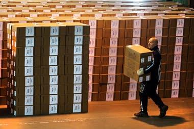 Armado de Urnas en el galpón del Juzgado Electoral de la Provincia de Buenos Aires