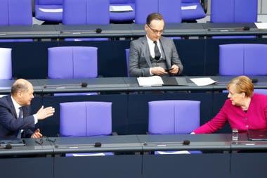 Merkel superó con éxito la resistencia de la dirigencia política alemana, sobre todo de su propio partido, a ayudar sin vacilaciones a los países más complicados por la recesión