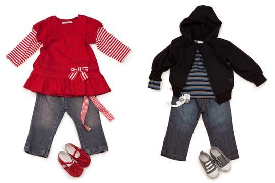 Mimo propone conjuntos muy modernos para bebes. Para nena: camisola ($58), pantalón ($99) y balerinas ($69) Para nene: cardigan ($79), body ($157), jean ($99) y zapatillas ($59). Foto: lanacion.com