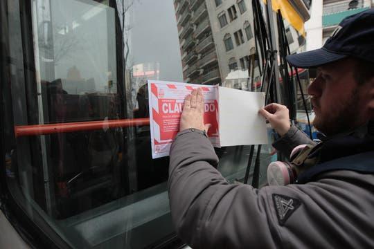 Los vehículos que no se encontraban en regla fueron retenidos y a algunos transportes públicos se les puso el cartel de calusurado. Foto: LA NACION / Miguel Acevedo Riú