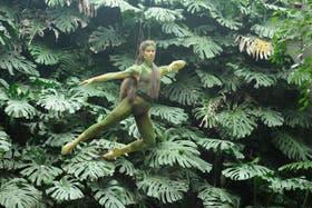 Una bailarina en una selva exótica.
