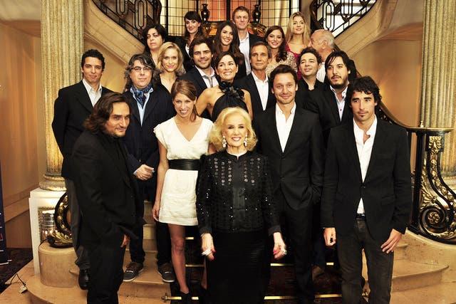 El elenco de La dueña
