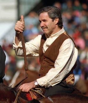 Solá vestido de gaucho, en un festejo  por el 9 de julio en la Rural, en 2002. Foto: Archivo
