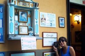Soledad Maradona en un bar de Nápoles