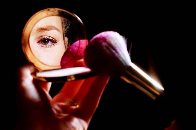 Los cosméticos y productos de higiene personal, como están formulados con componentes químicos, naturales o sintéticos